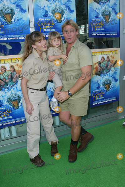 Terry Irwin Photo - The Crocodile Hunter Collision Course Premiere in Los Angeles CA Steve and Terri Irwin with Daughter Bindi Photo by Fitzroy Barrett  Globe Photos Inc 6-29-2002 K25463fb (D)