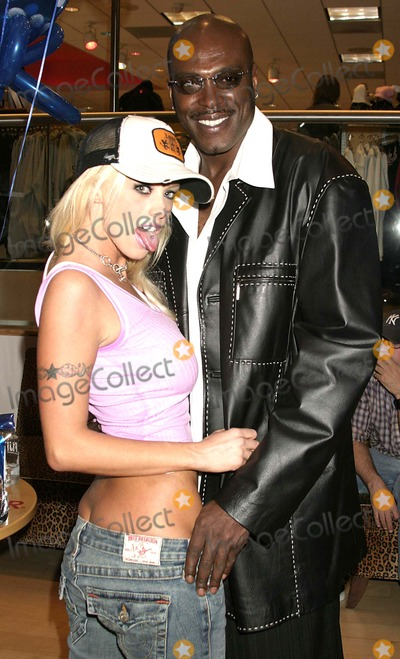 Lexington Steele Photo - College Invasion Dvd Signing Hustler Hollywood West Hollywood California 04-07-2005 Photo Clinton H Wallace-ipol-Globe Photos Lexington Steele with Brittney Skye and Trina