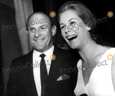 Elizabeth Montgomery Photo - Elizabeth Montgomery and Husband Photo by Bill Holz-Globe Photos