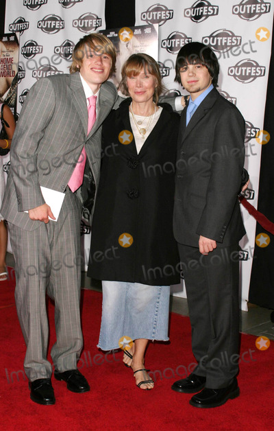 Harris Allen Photo - Harris Allen Sissy Spacek Erik Smith - a Home at the End of the World - Los Angeles Premiere - Manns Chinese Theater Hollywood CA - 07192004 - Photo by Nina PrommerGlobe Photos Inc2004