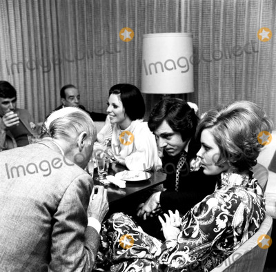 Anthony Newley Photo - Joan Collins Anthony Newley and Jill St John at an Oscar Party d-1044 Nate CutlerGlobe Photos Inc