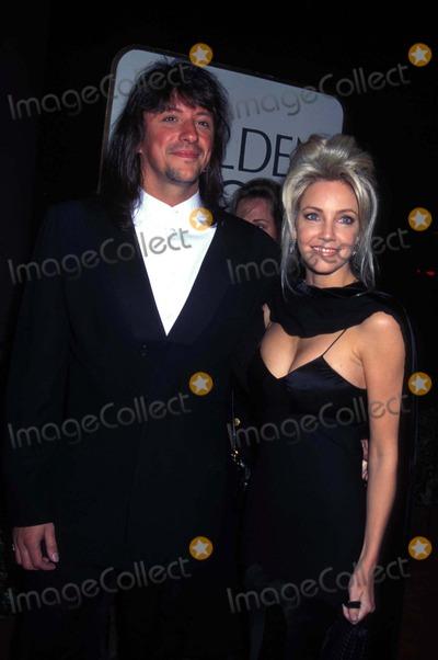 Heather Locklear Photo - Golden Globe Awards Heather Locklear and Richie Sambora Photo by Michael Ferguson-Globe Photos Inc