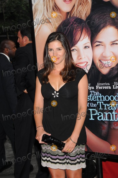 Ann Brashares Photo - Premiere of the Sisterhood of the Traveling Pants 2 Zeigfeld Theater  New York City 07-28-2008 Photo by Ken Babolcsay-ipol-Globe Photos Inc Ann Brashares