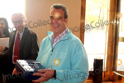 Amazing Kreskin Photo - The Amazing Kreskin Reveals the 2008 Presidential Winner at the World Bar United Nations Plaza New York City 11-06-2008 Joey Reynolds Photo by Mark Kasner-Globe Photos Inc 2008
