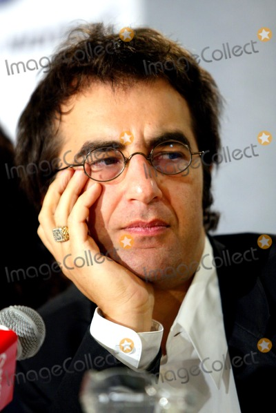 Atom Egoyan Photo - Ararat Press Conference at the Toronto International Film Festival at the Four Seasons Hotel Toronto Canada Director Atom Egoyan Photo by Fitzroy Barrett  Globe Photos Inc 9-6-2002 K26026fb (D)