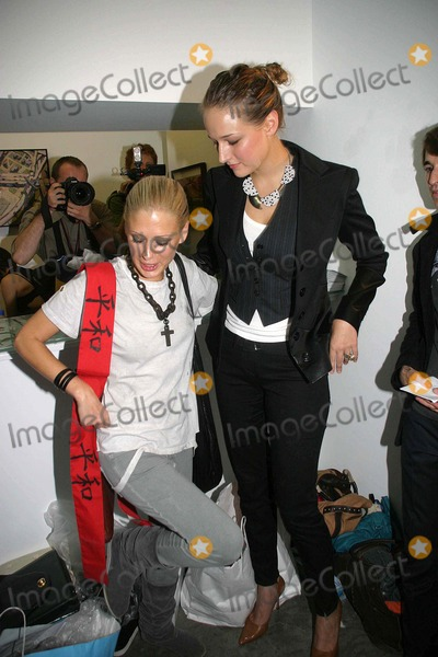 Leelee Sobieski Photo - Olympus Fashion Week 2007 Spring Collection of Imatation of Christ ( Backstage ) New York City 09-10-2006 Photo Barry Talesnick-ipol-Globe Photos Inc 2006 Leelee Sobieski Tara Subkoff