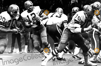 Roger Staubach Photo - Roger Staubach 12 of the Dallas Cowboys 1972 Supplied by Globe Photos Inc