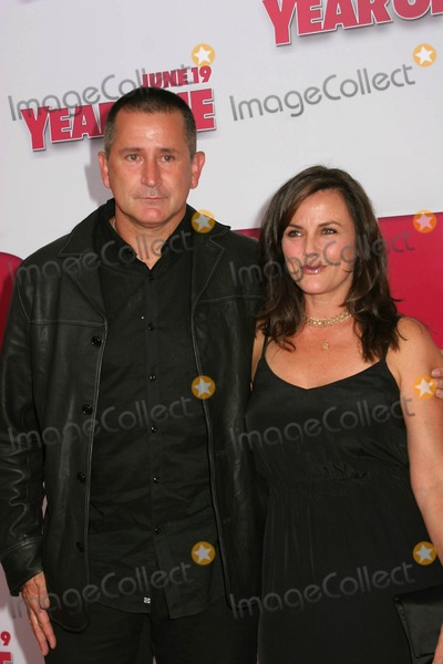 Anthony Lapaglia Photo - Premiere of Columbia Pictures Year One at Amc Lincoln Square in New York City on 06-15-2009 Photo by Paul Schmulbach-Globe Photos Inc Gia Carides and Anthony Lapaglia