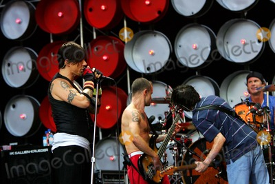 Anthony Kiedis Photo - Anthony Kiedis of the Red Hot Chili Peppers Performing at Live Earth in Wembley Stadium in London Great Britain 07-07-2007 Photo by Alec Michael-Globe Photos Inc 2007