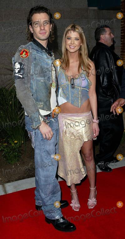 JC Chasez Photo - Jc Chasez and Date Tara Reid  2002 Fox Billboard Music Awards at the Mgm Grand Hotel in Las Vegas Nevada Photo by Fitzroy Barrett  Globe Photos Inc 12092002  K27911fb (D)