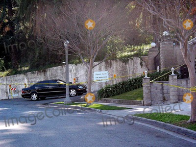 Phil Spector Photo - Sd02032003 Phil Spector House at 1700 Grand View Dr Alhambraca (02032003)his Car at the Driveway Photomilan RybaGlobe Photosinc 2003 Philspectorhouse