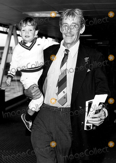 Peter O Toole Photo - Peter Otoole with His Son Lorcan at Heathrow Airport 1985 Globe Photos Inc Peterotooleretro