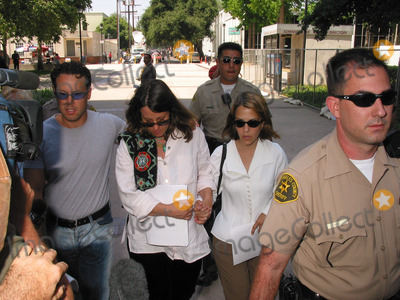Delinah Blake Photo - K2536MR IN COURT HEARING FOR ROBERT BLAKE AND BODYGARD EARLE S CALDWELL  CHARGED WITH THE MURDER OF BLAKES WIFEVAN NUYS WEST COURTHOUSE VAN NUYS CA 06182002NOAH BLAKE SON OF ROBERT BLAKE DAUGHTER DELINAH BLAKE AND NIECE NOREEN AUSTINPHOTO BY MILAN RYBAGLOBE PHOTOSINC2002(D)