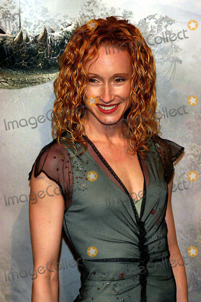 Angela Christian Photo - King Kong Premiere Loews E-walk on 42nd Street Theatre New York City 12-05-2005 Photo John Zissel-Globe Photosinc 2005 Angela Christian
