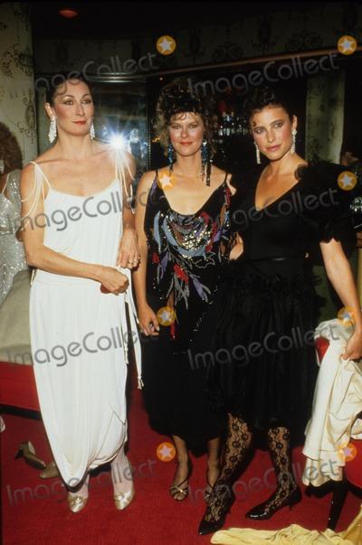 Anjelica Huston Photo - Anjelica Huston with Jobeth Williams Mimi Rogers 1985 Supplied by Globe Photos Inc