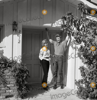 Maggie Eastwood Photo - Clintmaggie Eastwood at Home Photo Larry Barbier JrGlobe Photos Inc