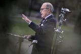 Photo - Larry Kudlow talks at the White House