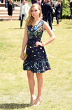 Suki Waterhouse Photo 4