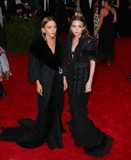 Photo - Photo by XPXstarmaxinccomSTAR MAX2015ALL RIGHTS RESERVEDTelephoneFax (212) 995-11965415Mary-Kate Olsen and Ashley Olsen at the 2015 Costume Institute Benefit Gala - China Through The Looking Glass(Metropolitan Museum of Art NYC)