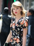Photo - Photo by KGC-146starmaxinccomSTAR MAX2014ALL RIGHTS RESERVEDTelephoneFax (212) 995-119642814Taylor Swift out and about(NYC)