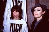 Photo - London UK LIBRARY   Siouxsie Sioux and Chrissie Hynde (left)  Mid 1980s ReCap29092020 RefLMK11-SLIB290920-001PIP-Landmark MediaWWWLMKMEDIACOM