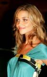 Anna Beatriz Barros Photo 4